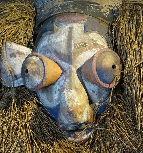 Yaka-giant-mask-belvue-museum