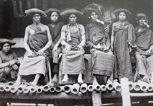 Karo-women