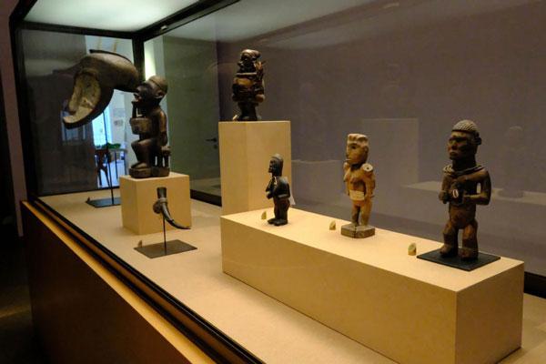 Musee-des-arts-d-afrique-et-d-asie-nouvelles-expositions-col_3769785[1]